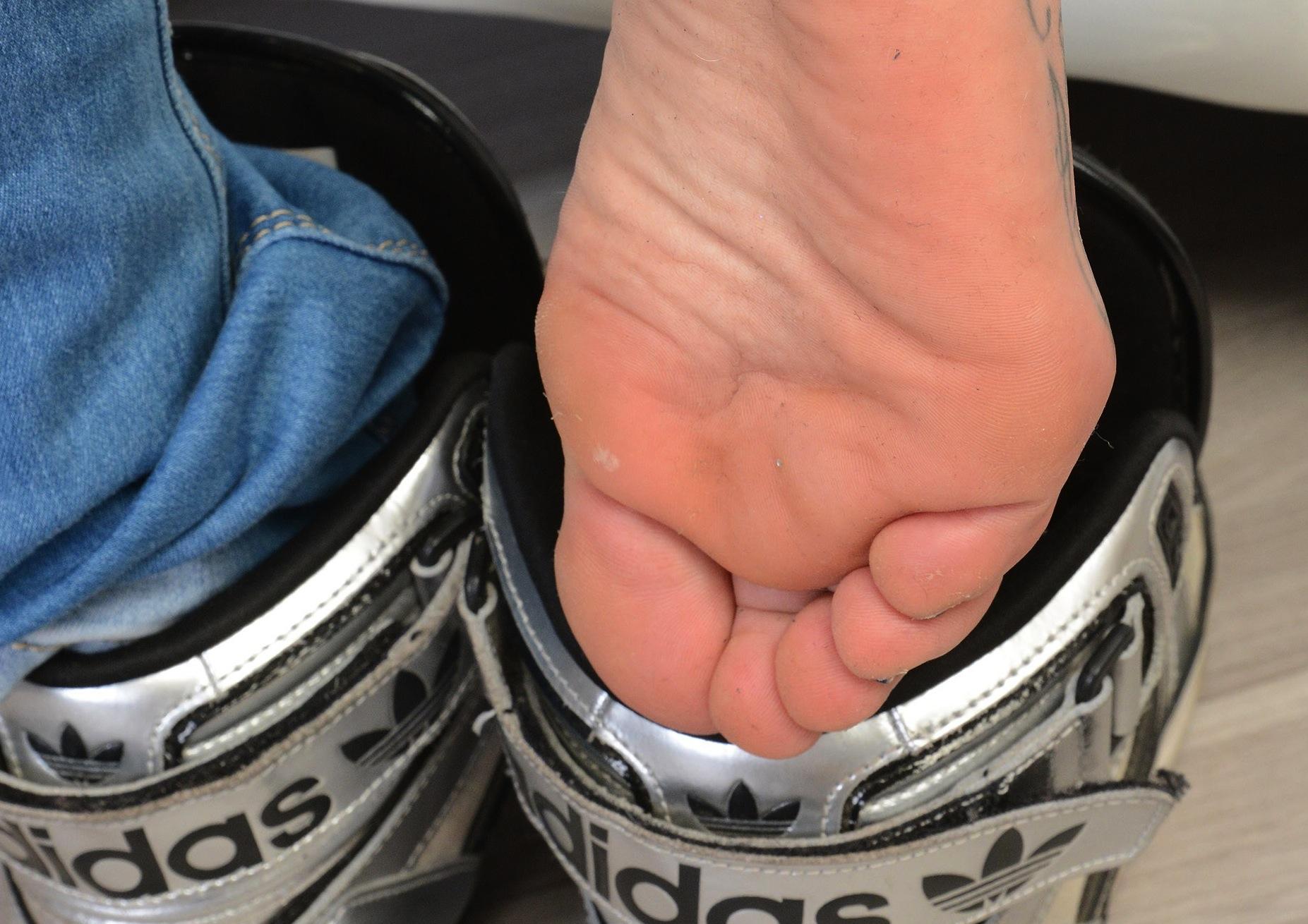Sues gebrauchte Schuhe für dich zum Schnuppern