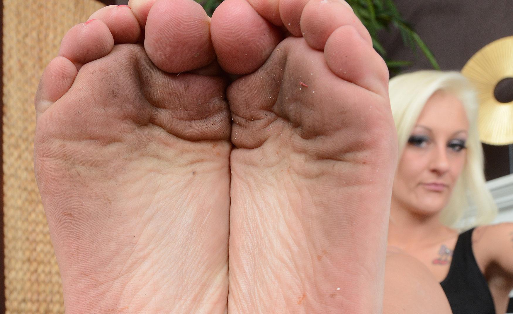 Dreckige Füße in deinem Gesicht