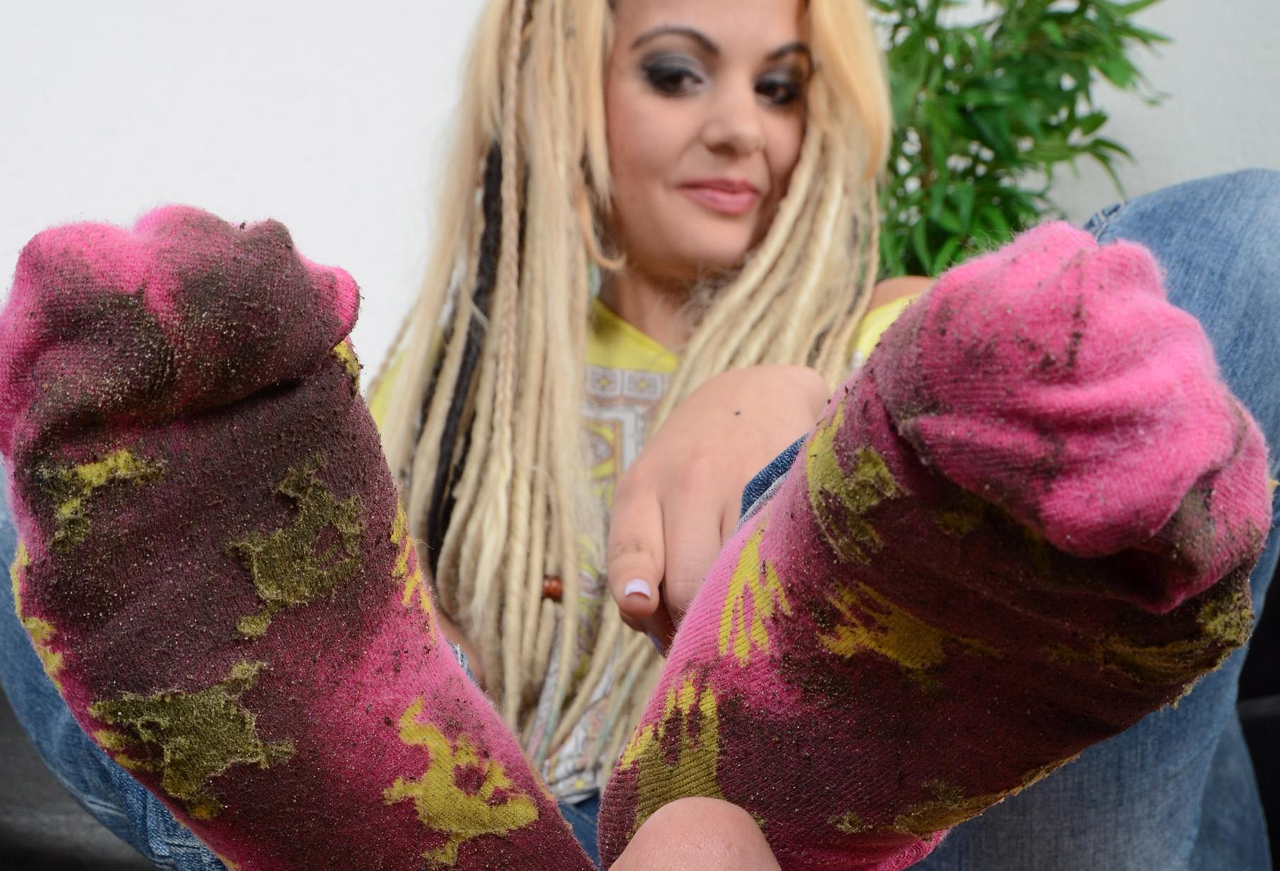 Dreckige, stinkige Socken ins Gesicht