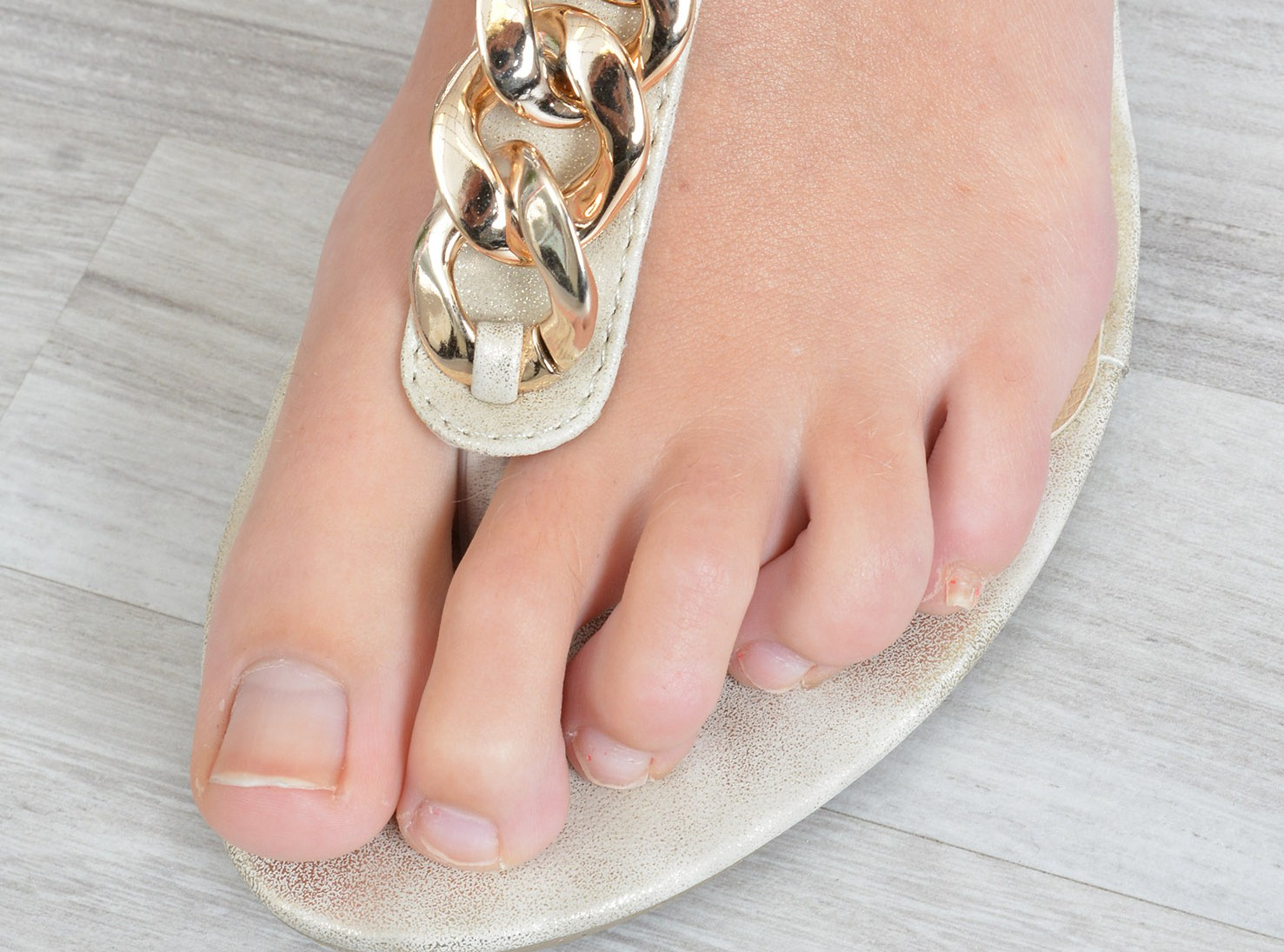 Schöne schlanke Füße