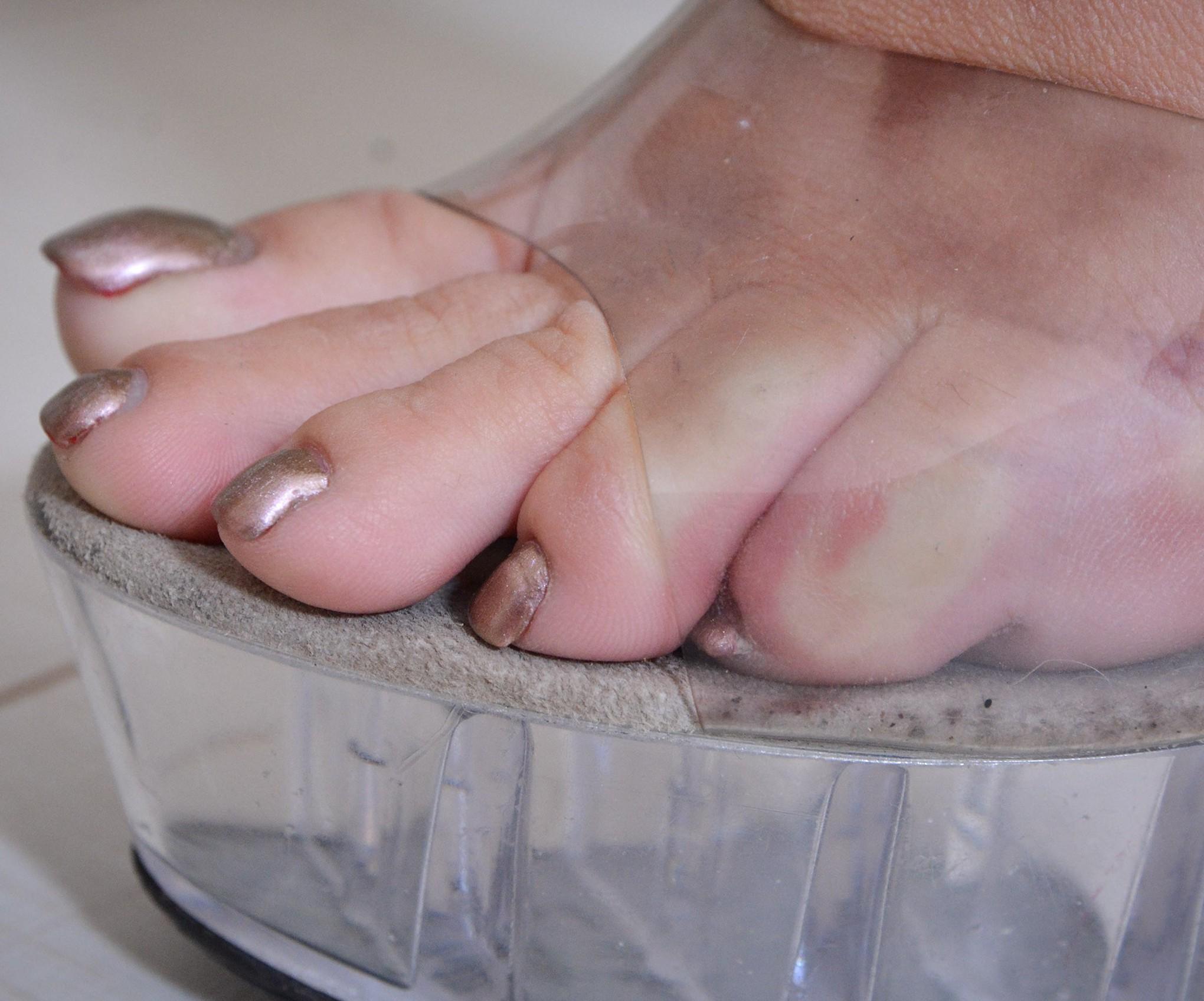Alte  Heels und schöne Füße