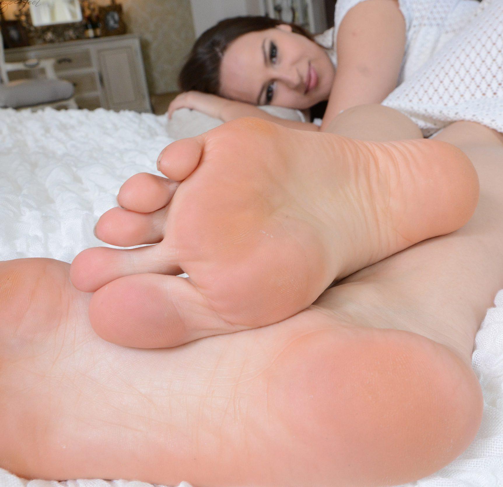 Anfiassas nackte, verträumte Füße