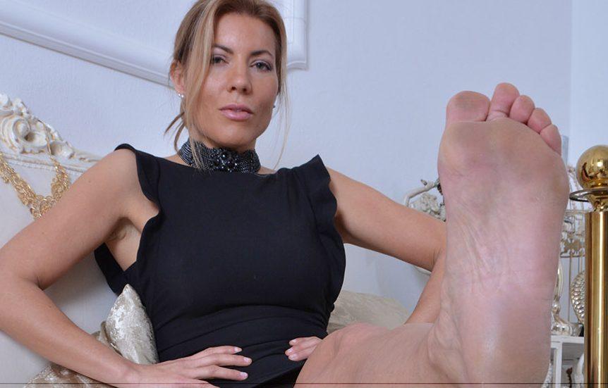 Joilies kraftvolle Füße